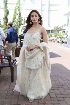 Check out what Alia Bhatt wore for different Kalank promotions events at various places like a sharara suit, anarkali dress, ethnic skirt and top, palazzo suit etc. Sharara Designs, Kurti Designs Party Wear, Outfit Designer, Designer Dresses, Dress Indian Style, Indian Dresses, Indian Attire, Indian Ethnic Wear, Indian Wedding Outfits