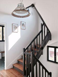 Chez Géraldine Blanc, For Me Lab, Billie Blanket Painted Staircases, Wood Staircase, Painted Stairs, Wooden Stairs, Staircase Design, Black Stair Railing, Black Staircase, Floating Staircase, Home Renovation