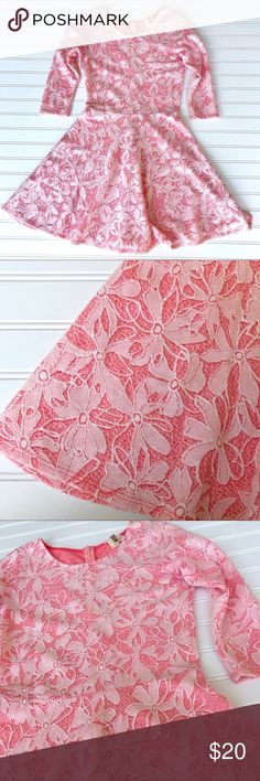 """Francesca Floral Print Dress, Pink & White, S Francesca Floral Print Dress Lace like appearance. Beautiful dress, great for Spring! Color-Coral Pink Family & White Size-S Pit to pit 16"""" Waist 13"""" Length 33.5"""" Comes from a smoke free home. Check out my other listings for a bundle deal! Happy Shopping🛍🛍 Francesca's Collections Dresses"""