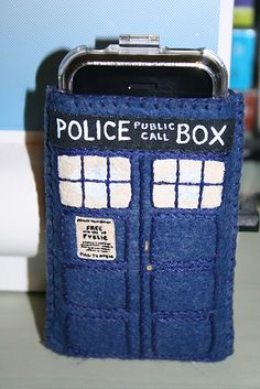 Cute little Tardis Phone purse.  I think I should make one of these!