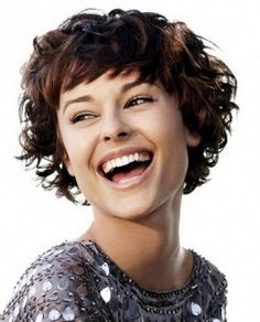 Short Curly Hairstyles for Women | Capelli corti ricci con la frangia …