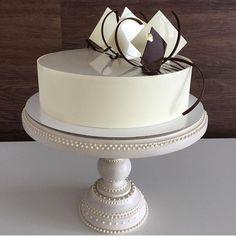 Pretty Cakes, Beautiful Cakes, Amazing Cakes, Chocolate Cake Designs, Chocolate Decorations, Cake Cookies, Cupcake Cakes, Cupcakes, Bolo Floral