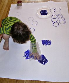Kids explore their creative side with this easy peasy art project that is simple for parents to set up at home. Keep the kids busy while you get stuff done!