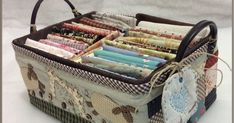 Sabelapatch: Basket lined fabric Japanese Patchwork, Japanese Quilts, Sewing Box, Love Sewing, Quilting Projects, Sewing Projects, Fabric Storage Boxes, Sewing Baskets, Craft Bags