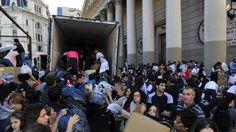 Los argentinos, entre los menos solidarios del mundo – AB Magazine