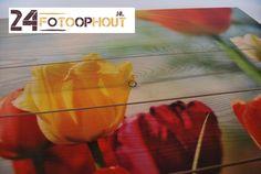 Prachtige bloemen afgedrukt op vurenhout planken. Altijd optioneel mogelijk met een whitewash behandeling. Uw woonkamer zal zeker opfleuren. www.24fotoophout.nl
