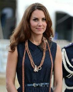 Princesse Kate Middleton, Kate Middleton Pictures, Kate Middleton Outfits, Prince William And Kate, William Kate, Duchesse Kate, Conservative Fashion, Princess Charlotte, Beautiful Blouses