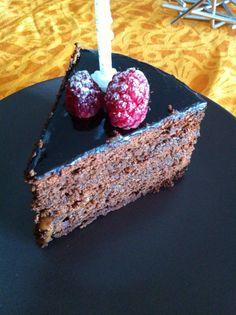 Bithday cake: cœur caramel et glaçage Chocolat noir