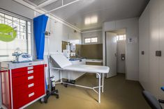 Topshell Containers converted a container into a mobile trauma clinic.   #topshell #shippingcontainers #conversions #clinics #healthcare #shippingcontainerclinic #hospital #mobileclinic #traumaunits Storage Container Homes, Storage Containers, Built In Storage, Trauma, Clinic, The Unit, Building, House, Storage Bins