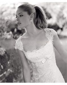 Elegant Lace Princess Scoop Neckline Cap Sleeves Wedding Dress (Front)  I love this dress!!!