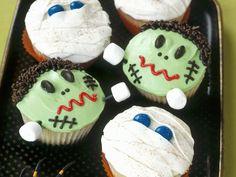 Halloween-Cupcakes (Mumien und Frankenstein) - Zeit: 40 Min.   eatsmarter.de Halloween Cupcakes, Halloween Cookie Recipes, Halloween Buffet, Halloween Treats, Halloween Fotos, Halloween Horror, Easy Halloween, Halloween Party, Gross Cakes