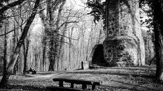 An der Warte in Gransee - Für die Bürger der Stadt war es wichtig, rechtzeitig von dem Herannahen eines Feindes Kenntnis zu erhalten.  Deshalb wurden ausserhalb der Stadtmauer, nache den Zufahrtsstraßen, die Beobachtungspunkte eingerichtet – die Warttürme, - auch Warten genannt. Eine Warte ist erhalten geblieben. Sie befindet sich etwa 1 km südwestlich der Stadt auf dem Wartberg. Der Turm stammt aus dem 14. Jahrhundert. Sein unterer Teil ist aus Feldsteinen erreichtet, der sich in einem…