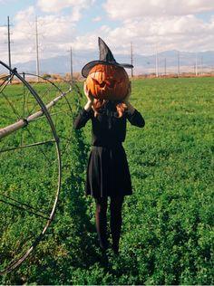 Pumpkin head Halloween Shadow Box, Spooky Halloween, Happy Halloween, Halloween Costumes, Diy Halloween Luminaries, Diy Halloween Decorations, Pumpkin Head, Pumpkin Pumpkin, Pumpkin Crafts