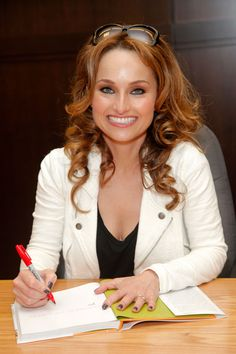 Giada De Laurentiis - Book signing at Barnes & Noble in L. - May 12 2012 Food Network Tv Shows, Food Network Recipes, Banana Dessert, Dessert Bread, Giada At Home, Croatian Recipes, Hungarian Recipes, Everyday Italian, Brioche