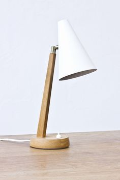 Table/desk lamp designed in Sweden during the 1950s. Produced by Falkenbergs belysning. Solid oiled oak with brass joint and original white…
