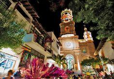 Nuestra Señora de Guadalupe, una hermosa postsl de noche #Vallarta #PuertoVallarta