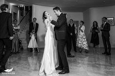 Hochzeit Schloss Mönchstein Salzburg - Claudia & Manuel - Foto Sulzer Blog Salzburg, Wedding Dresses, Blog, Fashion, Pictures, Engagement, Dress Wedding, Stones, Bride Dresses