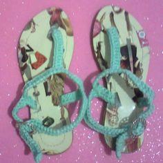 Sandalias verde menta tejidas para niña