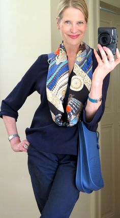 Jun 2017 - As many of you guessed already, my new scarf addition is the magnificent Parures de Samouraïs! The fantastic detailing seems to have stol. Ways To Wear A Scarf, How To Wear Scarves, Vintage Fashion 1950s, Victorian Fashion, Vintage Hats, Moda Paris, Christian Dior Couture, Blue Trousers, Orange Fashion