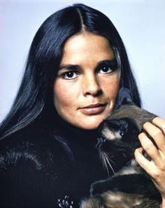 """Hollywood's most glamorous women are """"Cat Lady Chic"""" - Ali MacGraw Ali Macgraw, Steve Mcqueen, Celebrities With Cats, Celebs, Beautiful Celebrities, Beautiful Ladies, Beautiful Actresses, Beautiful People, Crazy Cat Lady"""