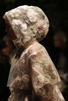 Christian Dior Primavera/Estate 2017 Parigi Haute Couture - Dior Dress - Ideas of Dior Dress - Christian Dior Primavera/Estate 2017 Parigi Haute Couture Couture Christian Dior, Christian Dior Dress, Dior Haute Couture, Young Fashion, Fashion Art, High Fashion, Fashion Design, Couture Details, Fashion Details