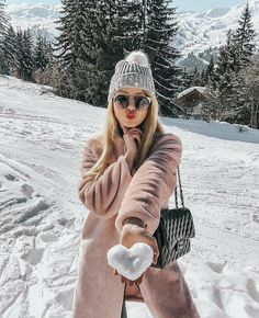 Hate the pose, but love the snow heart! Photography In The Snow, Heart Photography, Photography Captions, Photography Projects, Vintage Photography, Tumblr Snow, Insta Pictures, Poses For Pictures, Winter Pictures