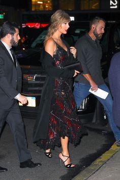 Taylor Swift attends boyfriend Joe Alwyn's Movie Premiere in New York City Taylor Swift Outfits, Taylor Swift Hot, Taylor Swift Style, Taylor Swift Events, Taylor Swift Boyfriends, Red Taylor, Taylor Swift Pictures, Celebrity Style, Celebrity News