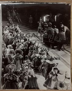 Twenty-seven original behind-the-scenes snapshots taken on the set of The Wizard… Mickey Movie, O Movie, Wizard Of Oz 1939, Land Of Oz, Old Hollywood Movies, Yellow Brick Road, Gone With The Wind, Over The Rainbow, Ms Gs