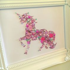 Unicorn decoration, unicorn button and Swarovski crystal framed art picture. Button frame. Unicorn Gift. Personalised Gift.  Our unicorn is created using high quality buttons, embellishments and genuine Swarovski crystals. Each piece is handmade with love and to a high standard. Available in two sizes. 6x8 inch standing frame. And 8x10 inch wall hanging frame. Im happy to adapt colours. Unless stated otherwise the unicorn will be pinks. Please message any questions. Happy to discuss comm... Unicorn Art, Unicorn Gifts, Unicorn Pictures, Button Frames, Button Art, Diy Tableau, Crystal Decor, Unicorn Bedroom, New Baby Gifts