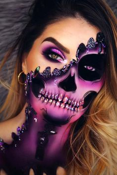 Are you ready for the idea of Halloween makeup looks? let's take a look at the best Halloween make-up we have. All Halloween costumes are included. Amazing Halloween Makeup, Halloween Makeup Looks, Halloween Skeleton Makeup, Pretty Skeleton Makeup, Amazing Makeup, Helloween Make Up, Creepy Makeup, Mummy Makeup, Halloween Skeletons