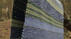 Här är ett porträtt av Trasverket och dess grundare Åsa Åkerström Ahlin. Trasverket är med Åsas egna ord: - FÄRG, FORM och FANTASI kryddat med KVALITET är de ord som beskriver mitt skapande i textil och keramik. Min vardag styrs av färger, så jag fyller mina mattor med färgstarka tyger och garner för att sprida färg- glädjen vidare.  Besök www.trasverket.se för mer information  Filmning och Redigering Kristoffer Davidsson  Musik Olle Källman Elm & musik från Audiojungle  www.krist... Project Board, Garner, Tyger, Hand Weaving, Ord, Rugs, Projects, Inspiration, People