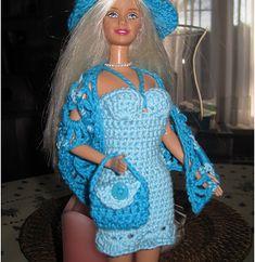 Handmade by Ann - gratis patroontjes Knitting Dolls Clothes, Crochet Barbie Clothes, Accessoires Barbie, Fashion Dolls, Fashion Outfits, Barbie Patterns, Barbie Dress, Barbie Doll, Barbie Stuff