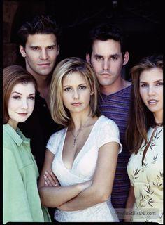 Buffy the Vampire Slayer - Promo shot of Sarah Michelle Gellar, David Boreanaz, Alyson Hannigan, Nicholas Brendon & Charisma Carpenter