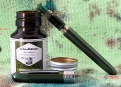 Platinum Plaisir with a fine nib and R&K Alt-Goldrün ink bottle