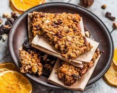 Barres de céréales au citron et fruits secs à moins de 100 calories : http://www.fourchette-et-bikini.fr/recettes/recettes-minceur/barres-de-cereales-au-citron-et-fruits-secs-moins-de-100-calories.html