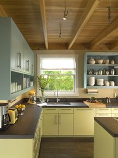 Are you fed up with your old laminate kitchen cabinets? Painting the cupboard doors and drawer fronts is a great way to revamp your old kitchen without having to break the bank and buy new ones. If...
