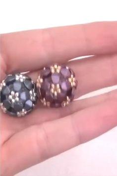 Diy Jewelry Tutorials, Diy Jewelry Making, Seed Bead Jewelry, Bead Jewellery, Bracelet Crafts, Jewelry Crafts, Beaded Brooch, Beaded Necklace, Beaded Jewelry Patterns