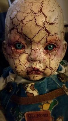 Horror Blood Guts n Gore Gruseliger Clown, Creepy Clown, Creepy Dolls, Creepy Doll Makeup, Joker Clown, Creepy Art, Halloween Prop, Photo Halloween, Scary Baby Dolls