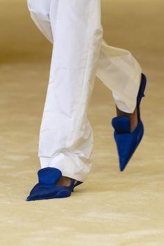 Stilettos, Blue Shoes Outfit, Baskets, Runway Shoes, Prada Spring, Vogue, Prada Shoes, Mannequins, Me Too Shoes