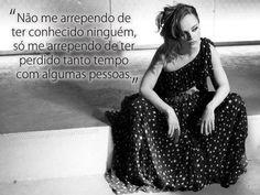 Não me arrependo de ter conhecido ninguém, só me arrependo de ter perdido tanto tempo com algumas pessoas. #pessoas #reflexao