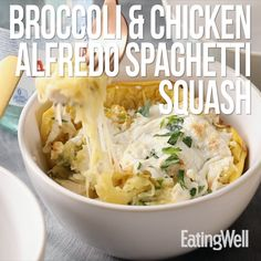 Broccoli & Chicken Alfredo Spaghetti Squash This low-carb, gluten-free take on fettucine Alfredo is lower in calories than classic versions, and it provides protein and extra vegetables thanks to a spaghetti-squash base. Healthy Cooking, Healthy Eating, Cooking Recipes, Supper Recipes, Healthy Dinner Recipes, Healthy Dinners, Fettucine Alfredo, Chicken Alfredo, Spaghetti Squash Recipes