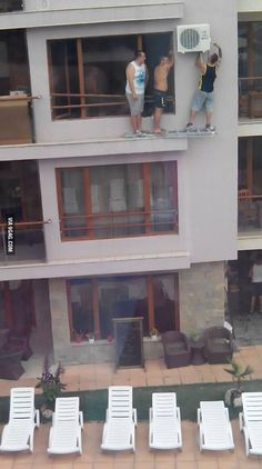 These Photos Of Sheer Human Stupidity Will Make You Hold Your Breath. Comic Foto, Bazar Bizarre, Safety Fail, Darwin Awards, Im An Engineer, Video Humour, Funny Memes, Hilarious, Memes Humor