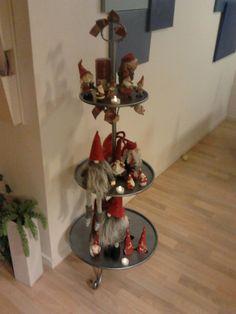 nymalt etasjebrett - pyntet til jul