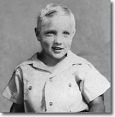 ♡♥Elvis smiles at age 4 in 1939 - click on pic to see a full screen pic in a better looking black background♥♡