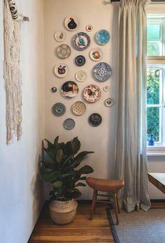 Plate Wall Decor, Wall Shelf Decor, Wall Decor Design, Room Wall Decor, Plates On Wall, Diy Wall, Design Room, Design Design, Art Decor
