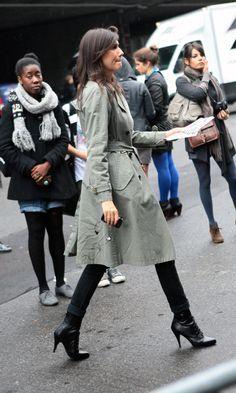 O estilo Emmanuelle Alt se impõe na Vogue Paris. Stylish Winter Boots, Simple Winter Outfits, Looks Street Style, Looks Style, Vogue Paris, Preppy Style, Her Style, Inspiration Photography, Emmanuelle Alt Style