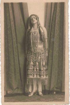 studio portrait of a Berliner Flapper (Photographer W Adler Coburg). Bought in Berlin Cabaret, 20s Fashion, Vintage Fashion, Victorian Photos, Old Photography, Roaring Twenties, Studio Portraits, Historical Clothing, Vintage Love