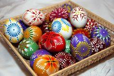 www.pysankadtore.com www.bravopysanka.com Easter Traditions, Egg Art, Egg Decorating, Easter Crafts, Easter Eggs, Knitting Patterns, Christmas Ornaments, Handmade, Painting