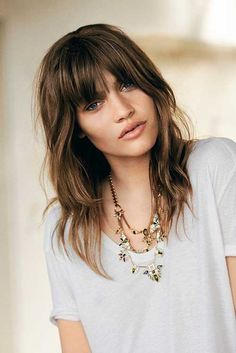 Layered haircuts are one of the most popular types of hair today because they give volume and texture even to the sleekest hair. Besides, layered haircuts Shaggy Layered Haircut, Modern Shag Haircut, Long Shag Haircut, Oval Haircut, Layered Haircuts With Bangs, Shaggy Bob, Shaggy Hair, Medium Hair Cuts, Long Hair Cuts