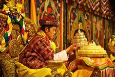 Jigme Khesar Namgyel Wangchuck Photos Photos: Bhutan Crowns The World's Youngest Monarch Nepal, Bhutan King, Sri Lanka, Throne Room, Afghanistan, Country, Royal Crowns, Ancient Jewelry, Jordan Spieth